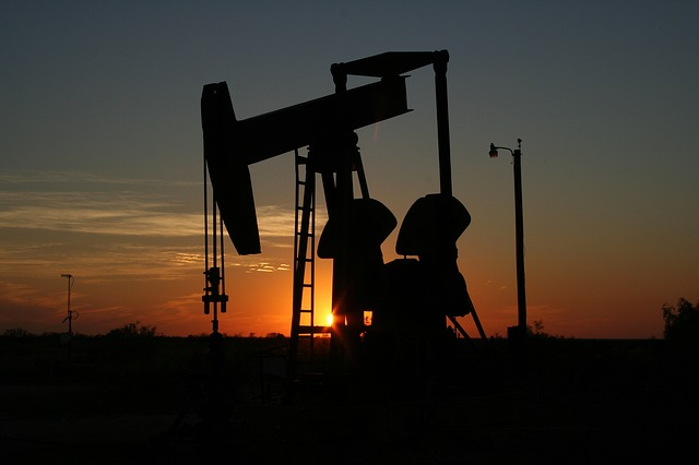 https://www.reuters.com/article/us-global-oil/oil-kicks-off-2019-with-losses-on-signs-of-economic-slowdown-surging-supply-idUSKCN1OW013?feedType=RSS&feedName=businessNews&utm_source=feedburner&utm_medium=feed&utm_campaign=Feed%3A+reuters%2FbusinessNews+%28Business+News%29